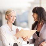 Ser madre, un sacrificio para la carrera profesional de una mujer en activo