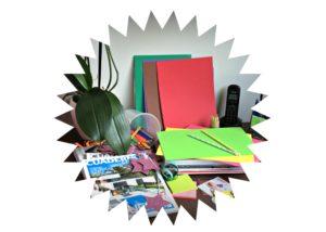 Alt_imagen mesa de escritorio con materiales para moodboard
