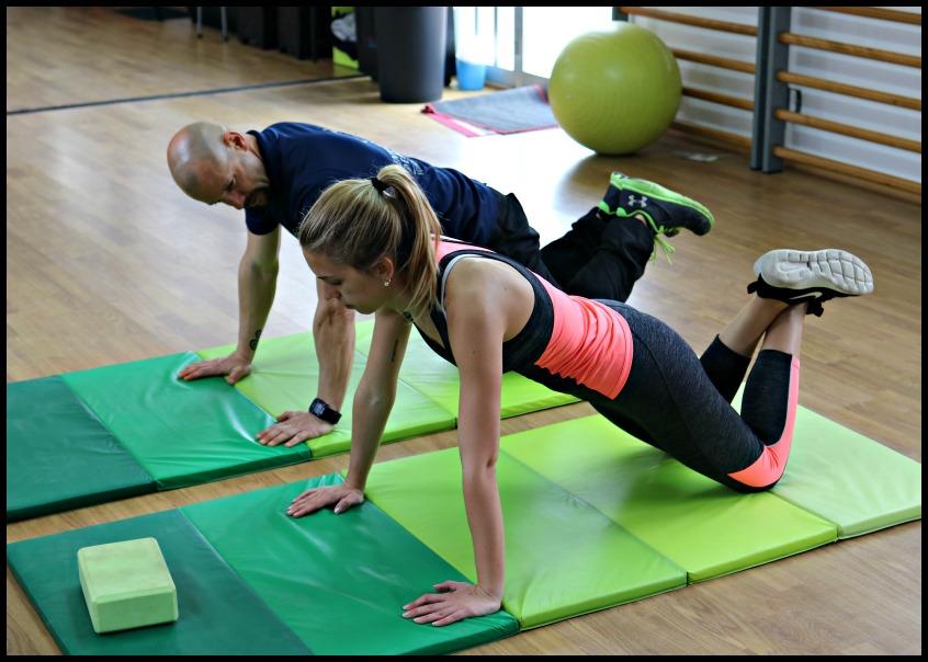 Alt_ejercicios cochoneta con el entrenador personal Ruben Encina