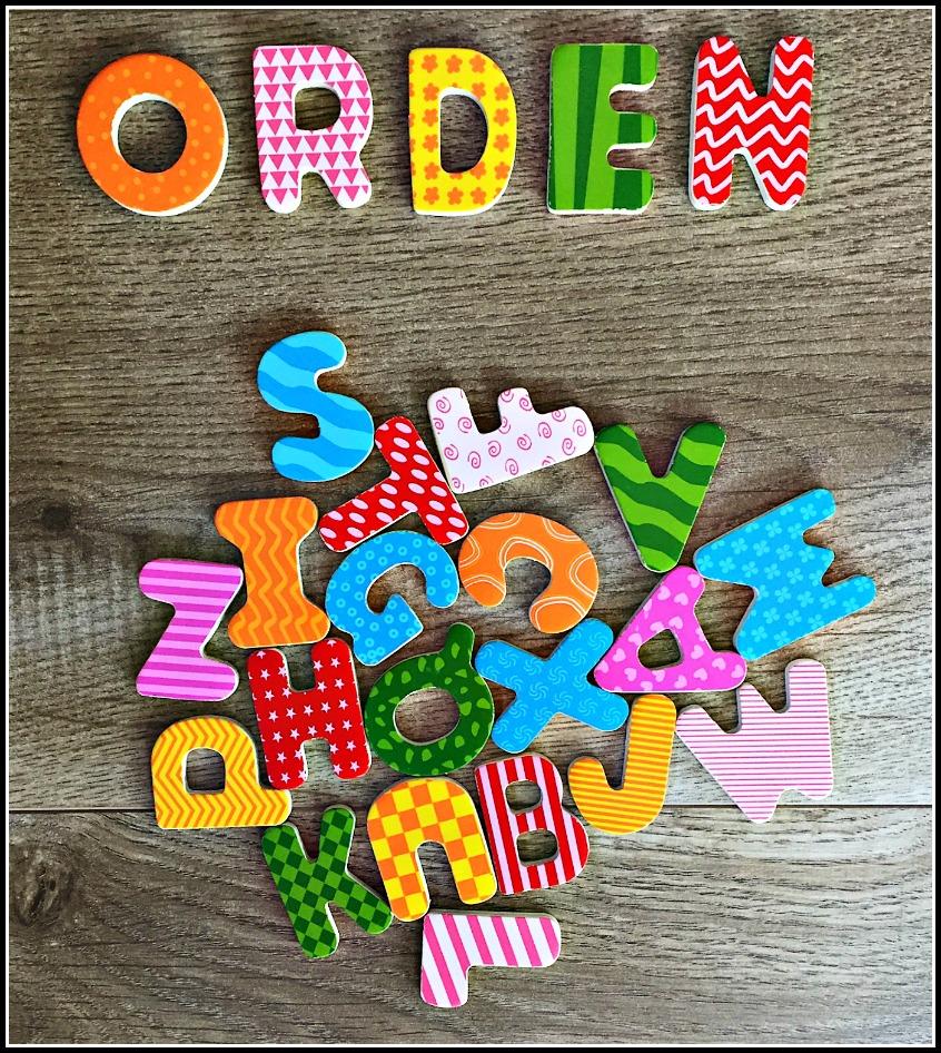Alt_composición creativa con letras resaltando la palabra orden