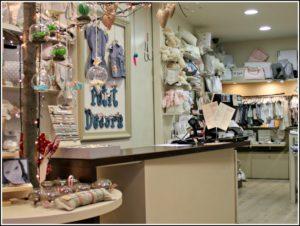 Alt_imagen parcial del interior de la tienda para el bebé Petit Decora