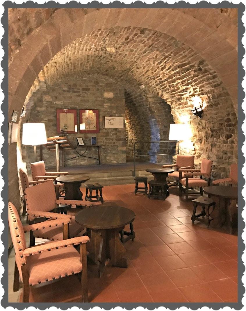 Alt_Imagen de uno de los salones del Castillo de Cardona y actualmente del Parador Nacional de Cardona.