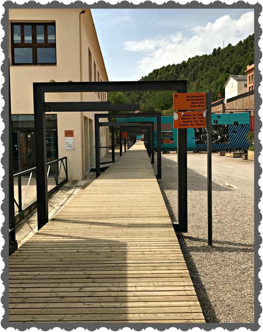 Alt_Instalaciones y acceso al Parque cultural de la Montaña de Sal de Cardona