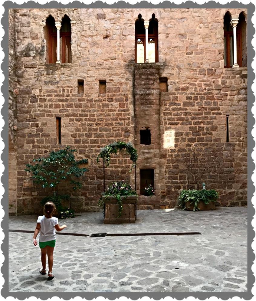 Alt_acceso al Castillo de Cardona a través del Patio de Armas