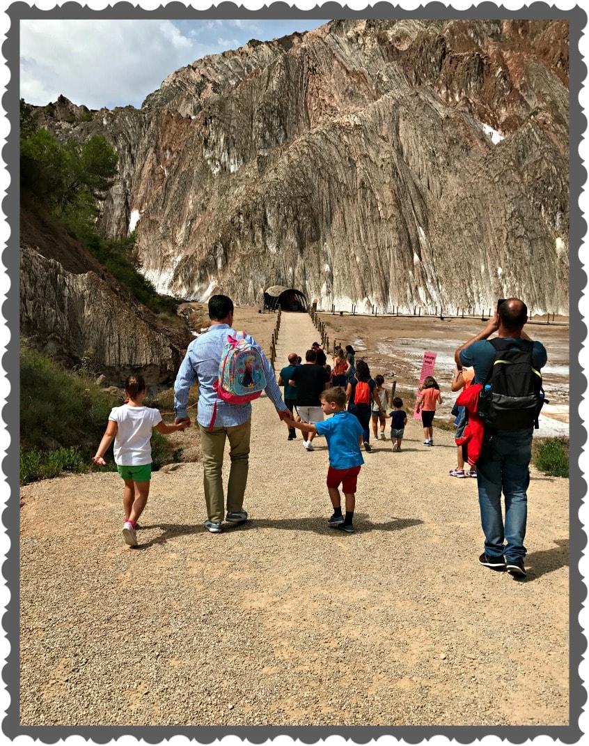 Alt_acceso al interior de la Montaña de Sal durante nuestra visita guiada a Cardona
